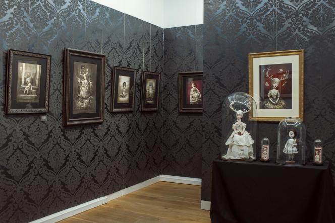 Vue de l'exposition de Benjamin Lacombe, à la galerieDaniel Maghen (Paris 1er).