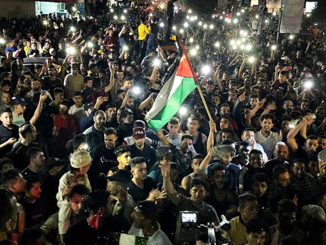 Les Palestiniens célèbrent la trêve dans les rues à Gaza, le 21mai 2021.