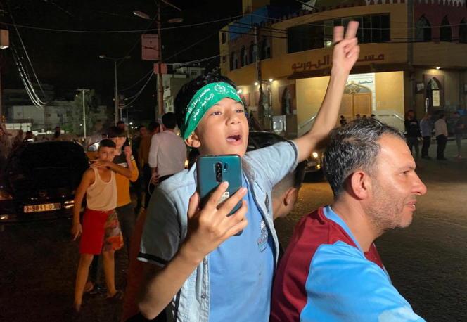 Les Palestiniens célèbrent le cessez-le-feu dans les rues deGaza, le 21mai2021.