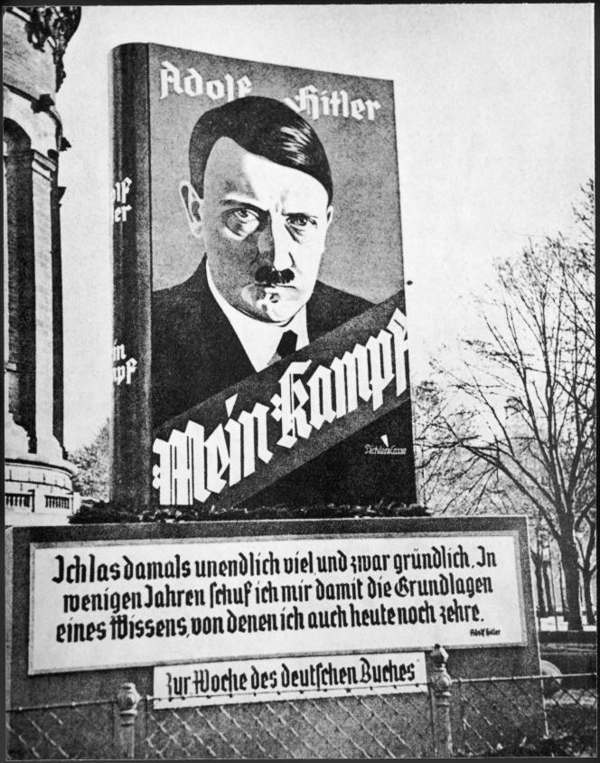 Une publicité pour l'ouvrage d'Adolf Hitler, en Allemagne, dans les années 1930.