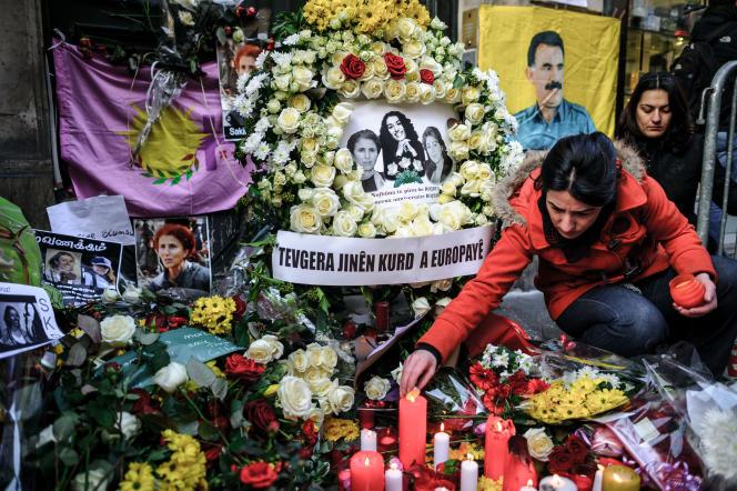 Hommage, le 17 janvier 2013, à Paris, aux trois activistes du PKK tuées en pleine rue.