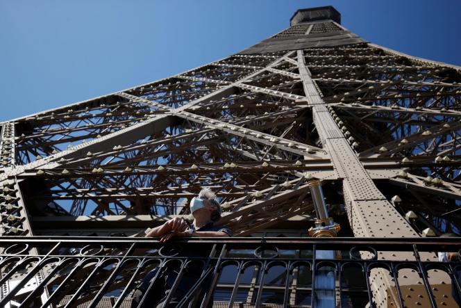 La tour Eiffel, fermée depuis le 29octobre en raison de la crise sanitaire, rouvrira au public le 16juillet, a annoncé son opérateur le 20mai2021.