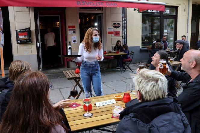 Auf dem Balkon einer Bar in Berlin, 21. Mai 2021.