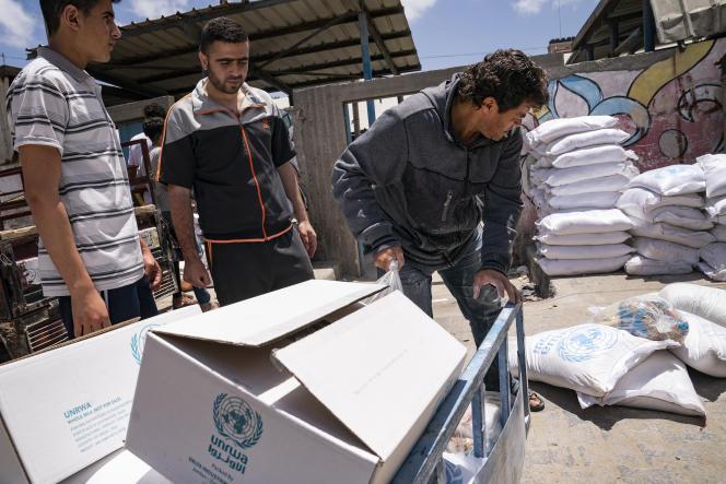 Τσάντες τροφίμων που παρέχονται από την Υπηρεσία Αρωγής και Έργων των Ηνωμένων Εθνών για τους Πρόσφυγες της Παλαιστίνης στην Εγγύς Ανατολή (UNRWA), στην Πόλη της Γάζας, στις 22 Μαΐου 2021.