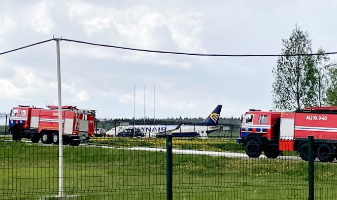 Eine Boeing 737-8AS Ryanair parkte am 23. Mai 2021 auf dem Asphalt des internationalen Flughafens Minsk in Weißrussland.