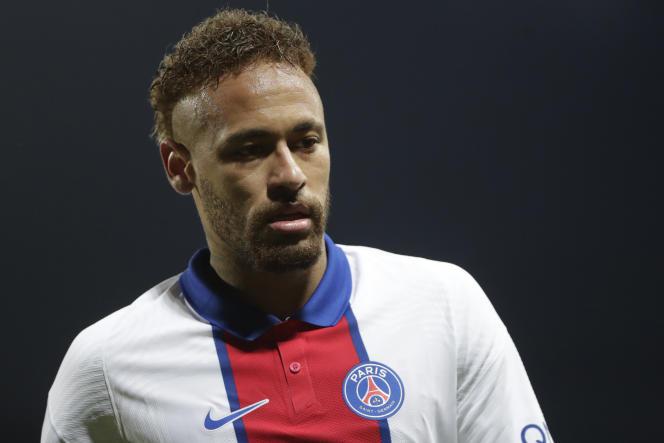 Neymar avec le maillot du Paris-Saint-Germain, le 23mai 2021 à Brest. L'équipementier américain fournit encore le club parisien, mais n'est plus celui de l'attaquant brésilien depuis août 2020.