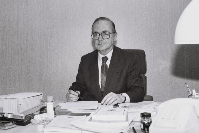 MEP português António Coimbra Martins, no seu gabinete em Estrasburgo, 1993.