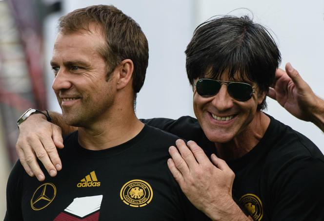 Hansi Flick, ici à Berlin avec Joachim Löw, le 15 juillet 2014, lors du défilé de l'équipe d'Allemagne à Berlin, après la victoire de la Mannschaft à la Coupe du monde.