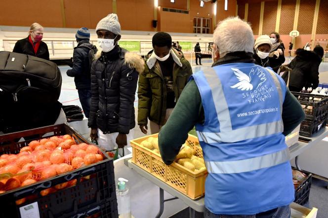 Lebensmittelverteilung durch Secours populaire in Straßburg, 12. Dezember 2020.