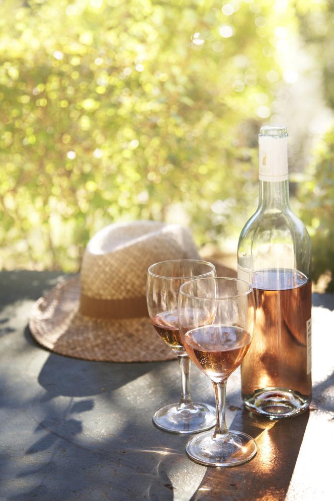 Symbole de l'été, le rosé de Provence se boit désormais toute l'année dans de nombreux pays.