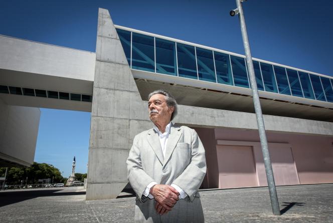 L'architecte Paulo Mendes da Rocha devant le nouveau Musée national des carosses à Lisbonne (Portugal) dont il a fait le design, le 25 mai 2015.