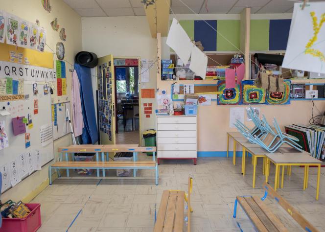 Une salle de classe de maternelle équipée d'un capteur de CO2 et de deux purificateurs d'air, dans une école du 9e arrondissement à Paris, le 19 mai 2021.