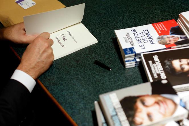 Arnaud Montebourg, en séance de signature, en octobre 2016.