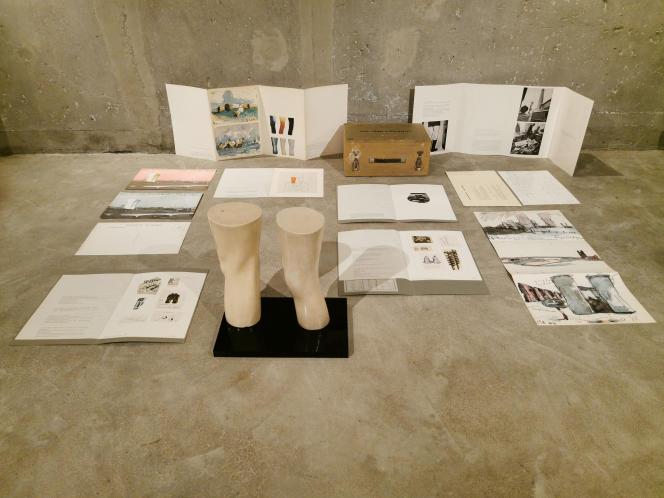 Claes Oldenburg : «Genoux de Londres [London Knees] » (1966), base acrylique et lithographies‒ Collection particulière.