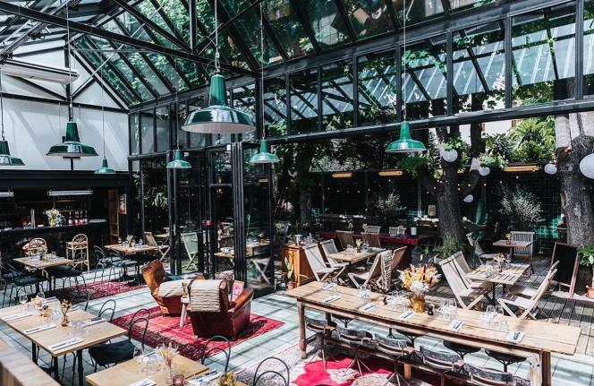 Sous la verrière du restaurant Fulgurances-L'Entrepôt, à Paris.