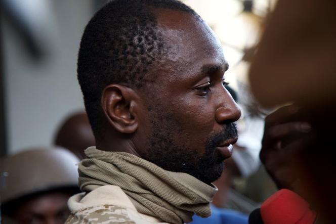 Le colonel Assimi Goïta au ministère de la défense à Bamako, le 19 août 2020.