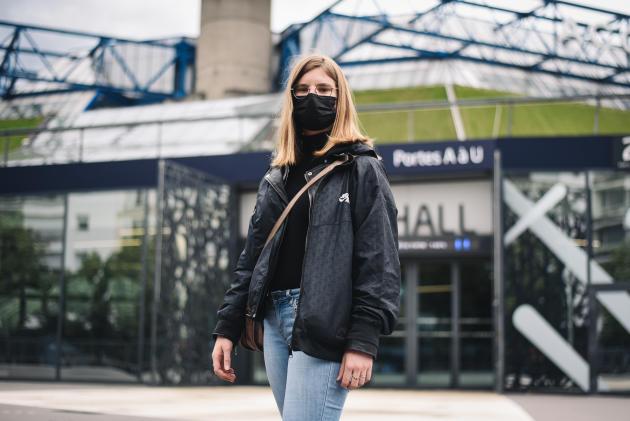 Manon Fontaine, 22 ans, devant l'AccorHotels Arena, à Paris, le 26 mai 2021.«Ça va être le premier grand concert et, en tant que jeune, cela fait plaisir de retrouver cette liberté. Indochine? Je connais leurs principales chansons, mais j'y vais surtout pour l'ambiance», confie l'étudianteen comptabilité.