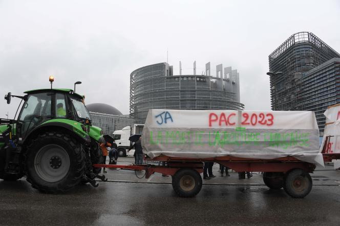 حرکت اعتراضی علیه CAP 2023 در مقابل پارلمان اروپا در استراسبورگ.