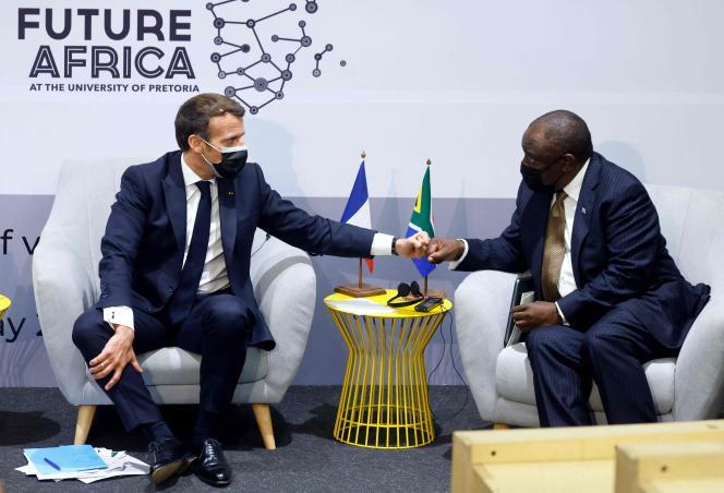 Emmanuel Macron et le président sud-africain Cyril Ramaphosa, à Pretoria, le 28 mai 2021.
