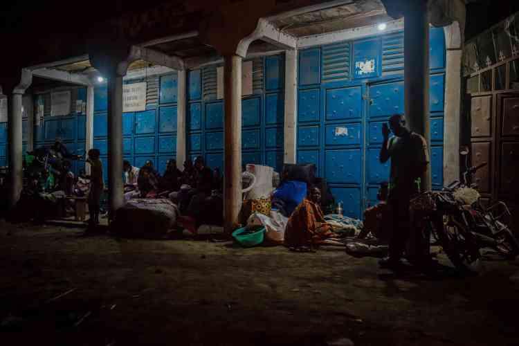 Decenas de personas se refugiaron en refugios improvisados en Sake, a unos 25 km al oeste de Goma, el 27 de mayo.