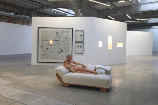 Le dictionnaire détourné de Gilles Barbier exposé au Hangar à bananes, à Nantes