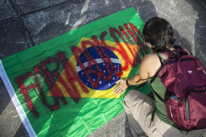 """Kata sandi acara tersebut adalah """"Fora Bolsonaro!"""
