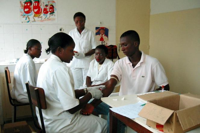 Une équipe de soignants à l'hôpital Laquintinie de Douala, en novembre 2011.
