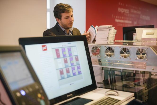 L'Espresso Book Machine, qui permet l'impression à la demande d'ouvrage du très riche fonds des PUF, à Paris, en 2016.
