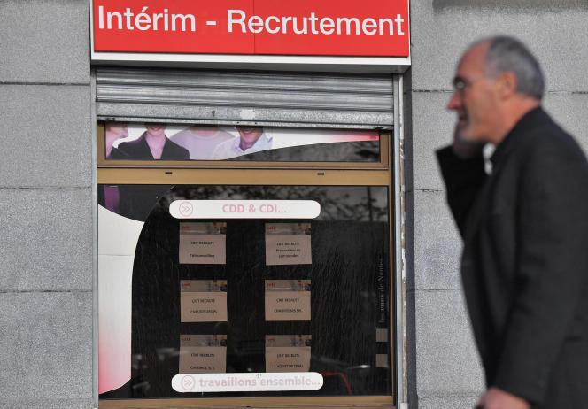 Devant ine agence d'interim, à Nantes, en 2017.