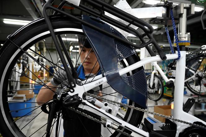 A Taichung (Taiwan), dans l'usine Giant, qui fabrique des vélos à partir des pièces de Shimano, en 2019.