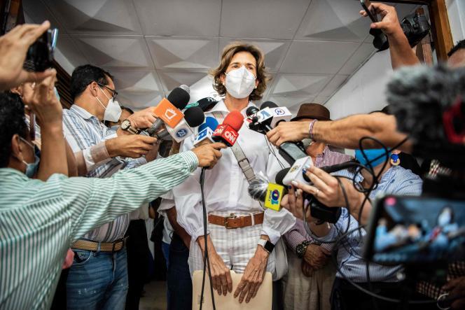Cristiana Chamorro, fille de l'ex-présidente Violeta Barrios de Chamorro, s'adresse à la presse après avoir rencontré les dirigeants du parti Ciudadanos por la Libertad, pour officialiser son intention de s'inscrire comme précandidate à la présidence du parti, à Managua, la capitale du Nicaragua, le 1erjuin2021.