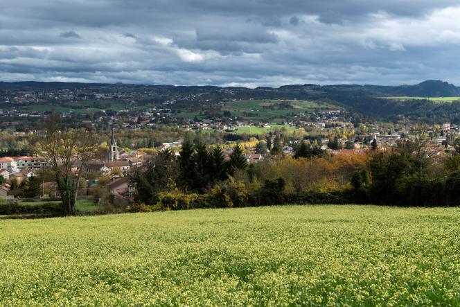 Une vue générale de Bas-en-Basset (Haute-Loire),le 28 octobre 2020.