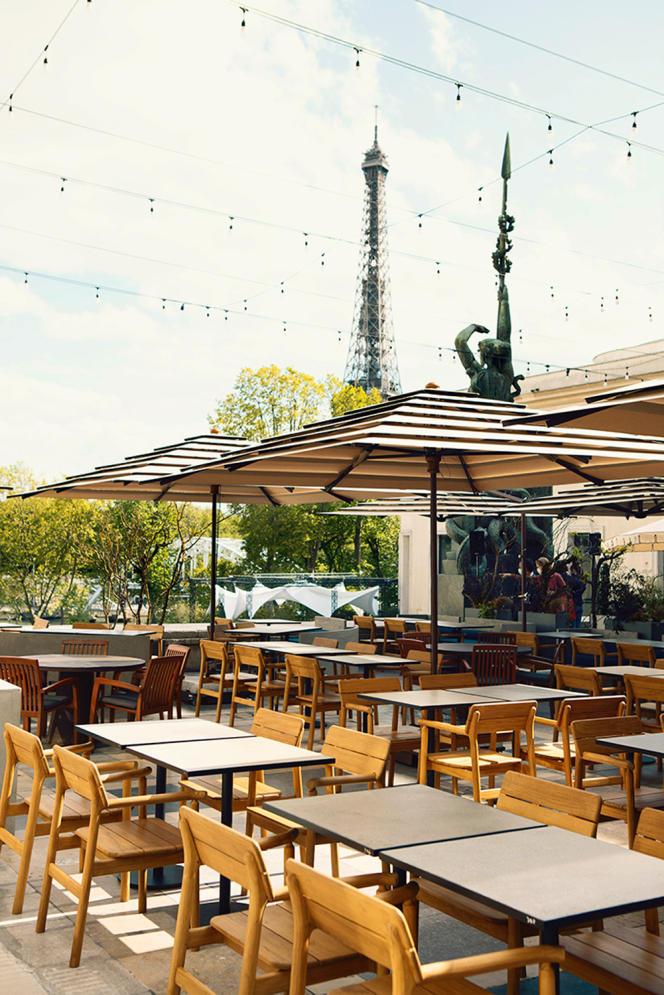 La terrasse du restaurant Forest, sur l'esplanade du Musée d'art moderne, à Paris.