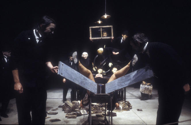 « La Classe morte», pièce deTadeusz Kantor, dans une mise en scène de 1989.