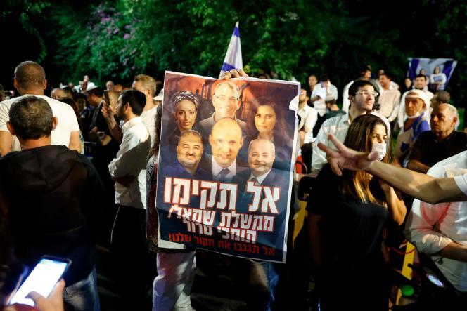 Supporters of Israeli Prime Minister Benjamin Netanyahu gather on June 2, 2021 in the coastal city of Tel Aviv.