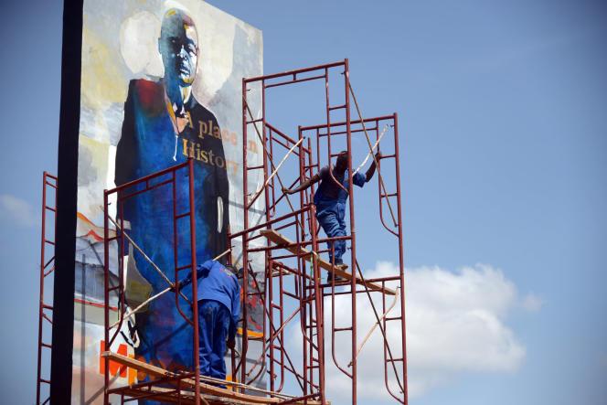 Une fresque de la série des« Hommes debout» de Bruce Clarke, dans le «Jardin de la mémoire» de Kigali, en juin 2021.