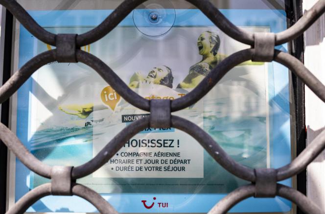 Un agence du tour-opérateur TUI fermée, à Paris, le 13 mai 2020.