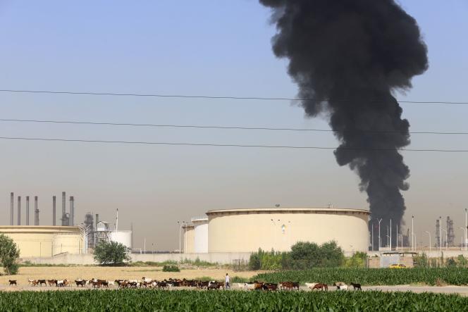 Incendie dans une raffinerie de pétrole à Téhéran, le 3 juin 2021.