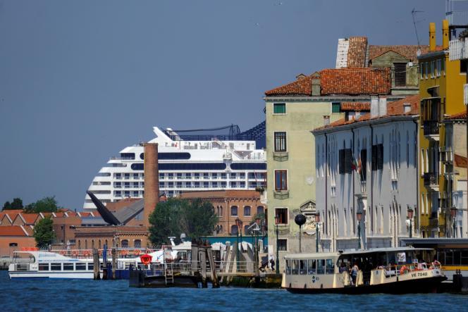 Le «MSC Orchestra» arrive à Venise, le 3juin. Ses passagers devront présenter un test de dépistage au Covid-19 négatif datant de moins de quatre-vingt-seize heures.