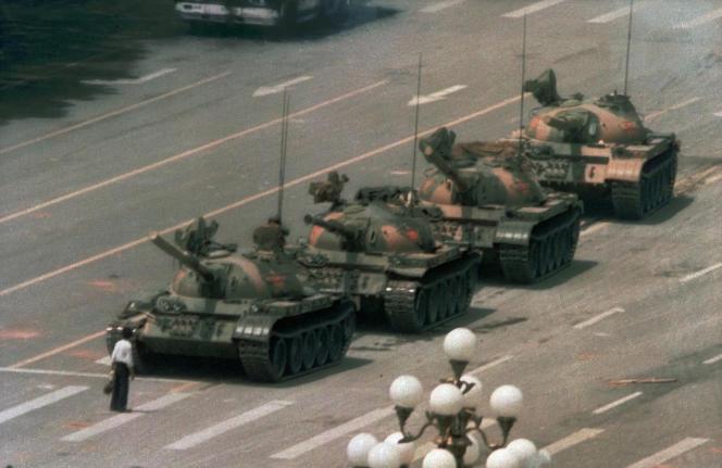 « Tank Man», l'image devenue symbole de la répression du mouvement pour la démocratie en juin 1989, a disparu du moteur de recherche Bing, le 4 juin 2021.