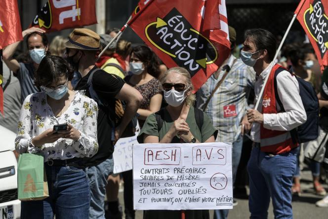 Rassemblement des AESH, à Lyon, le 3 juin.