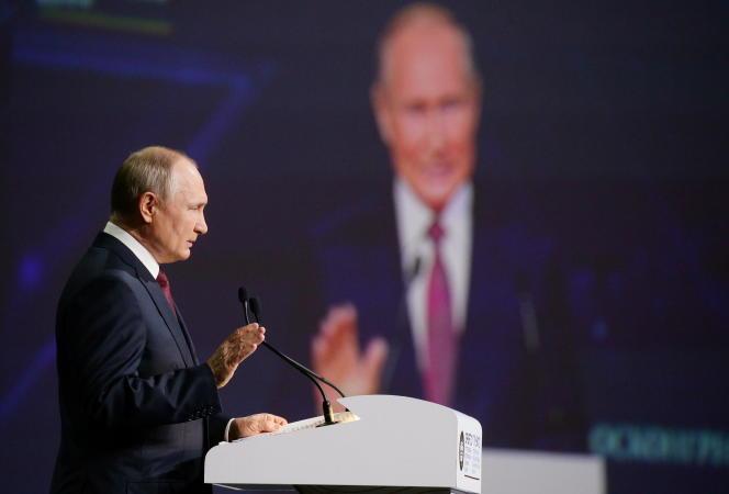 Le président russe, Vladimir Poutine, s'exprime lors du Forum économique de Saint-Pétersbourg, le vendredi 4 juin 2021.