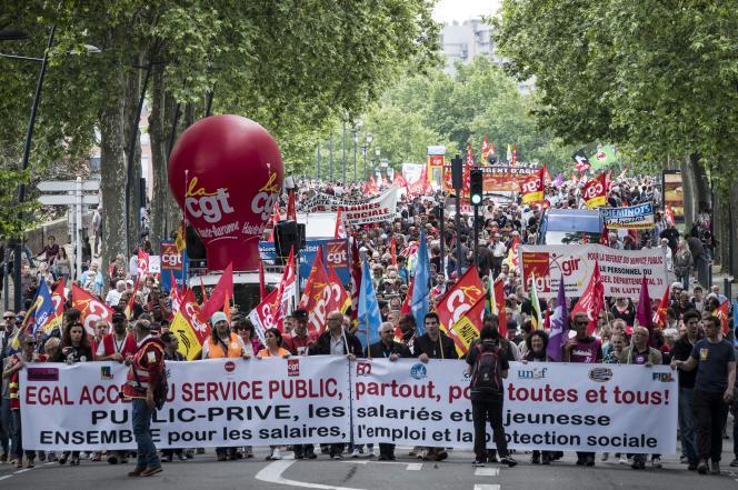 Manifestation pour protester contre l'annonce du projet de suppression de 120 000 emplois dans la fonction publique, à Toulouse, le 22 mai 2018.