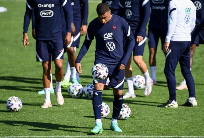 Les Bleus à l'entrainement, à Clairefontaine-en-Yvelines, le 5 juin. Au premier plan,Kylian Mbappé.