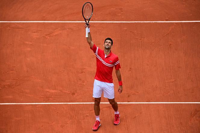 Novak Djokovic célèbre sa victoire face à Ricardas Berankis à Roland-Garros, le 5 juin.
