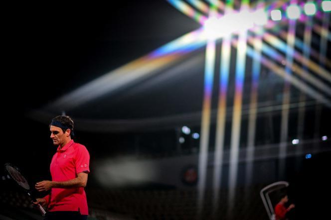 De dag na zijn overwinning op Dominic Kupffer trok Roger Federer zich terug om de wedstrijd van Roland Garros te volgen.