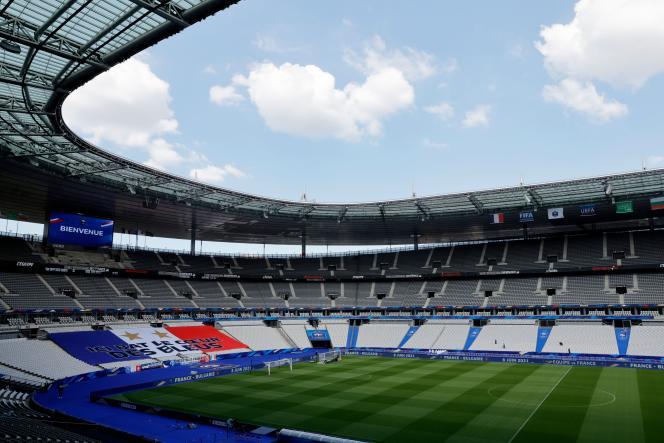 L'enceinte du Stade de France, à Saint-Denis, sonnera moins creux mardi soir que ces derniers mois car 5 000spectateurs y sont conviés.