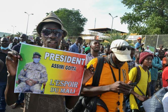 Zwolennicy koalicji Piątego Ruchu Zlotu Sił Narodowych (M5-RFP) w Bamako, 4 czerwca 2021 r.