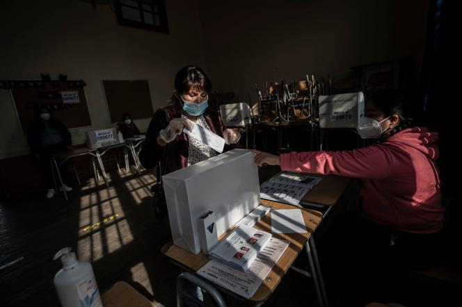 En un colegio electoral de Santiago de Chile, el 6 de junio de 2021.
