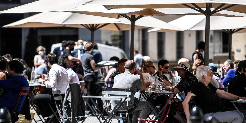 « Si on sépare les tables, ils finissent par les rapprocher… » : à Paris, dans la jungle des terrasses de bars et restaurants